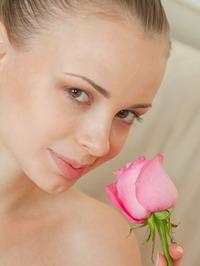 Winnie Offers You Her Sweet Flower 00