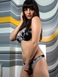 Sunny Leone Traditional Indian Robe 01