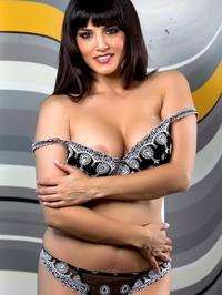 Sunny Leone Traditional Indian Robe 02