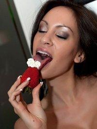 Talia Shepard berries 02