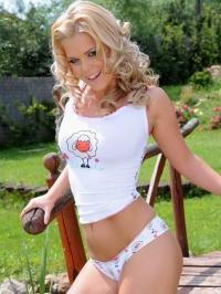 Tricia nude picnic 02