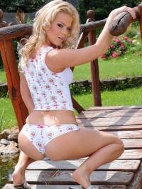 Tricia nude picnic 03