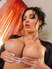 Aletta Ocean in the bathroom 05