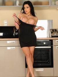 Aletta Ocean kitchen accident 04