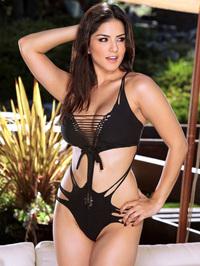 Busty Latina Sunny Leone 01
