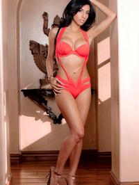 Idelsy Peels Off Her Exotic Bathing Suit 00
