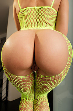 Big Booty In Sexy Green Fishnet