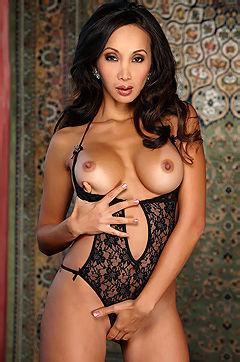 Katsuni Hot Pornstar Posing For Us