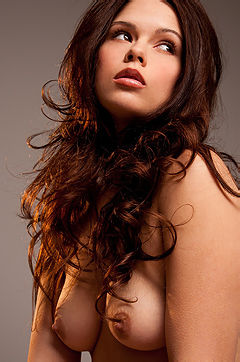 Brunette babe Cali Luv is showing off her naked body and she is amazing.