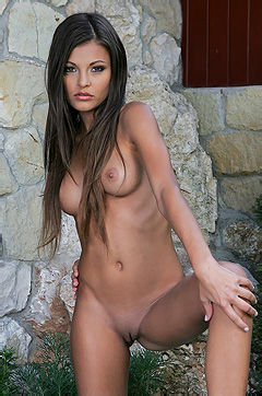 Gigi Hot Assed Nude Girl Posing Outdoors