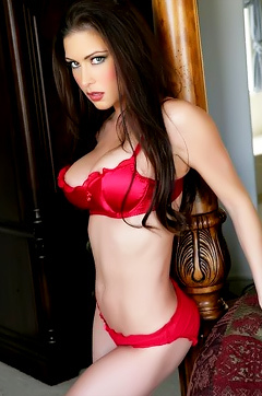 Jessica Jaymes Is A Naughty Seductive Babe