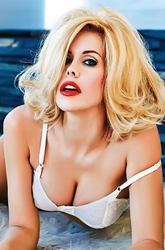 Busty Blonde Kennedy Summers