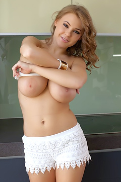 Vanea Kiss My Naked Body