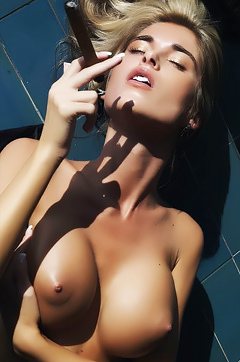 Cigarillo Babe Strips And Play