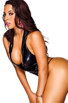 Busty Ebony Babe In Sexy Lingerie