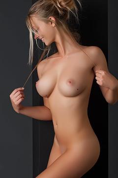Carisha Stunning Nude Body