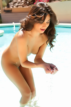 Naked Brittany Bliss In The Pool