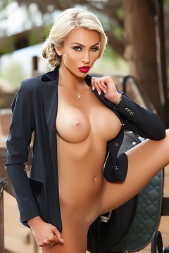 Hot Blonde Khloe Terae