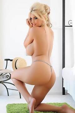 Hot Blonde Tommie Jo