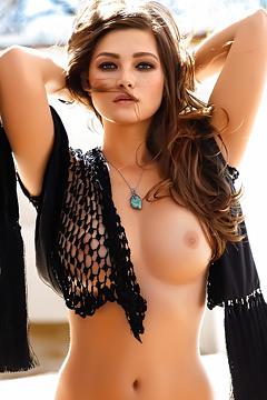 Curvy Chelsie Aryn