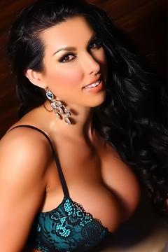 Gorgeous Busty Brianna Jordan