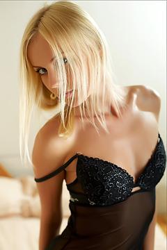 Sknny Blonde Sarah