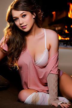 Alaina Fox Nude Babe