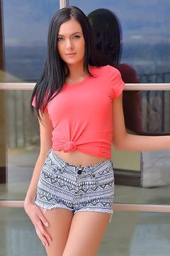 Laura Bentley In Sexy Shorts
