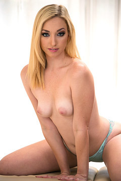 Zoe Parker Gets Nude