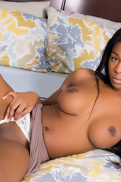 Nadia Jay Strips And Shows Her Perfect Body