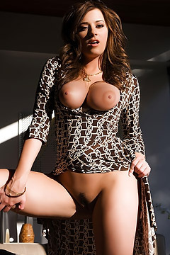 Taylor Vixen Big Juicy Juggs