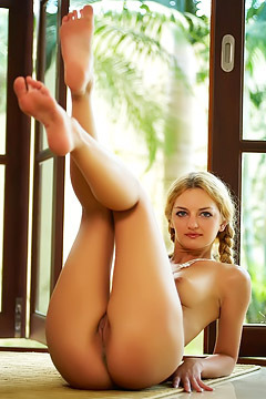 Pigtailed Blonde Lizi A Naked
