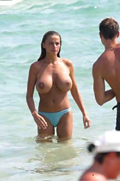 Hot topless babes