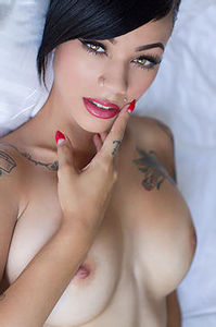 Gorgeous Tattood Beauty Gypsy