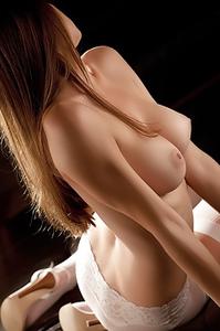 Amber Sym Enjoys Nude Art