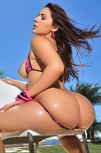 Valentina Nappi In Sexy Bikini