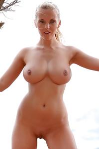 Amazing Babe Janine