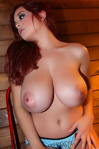 Tessa Fowler Goes For A Playful Look