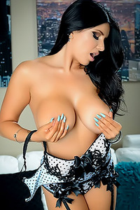 Romi Rain Like Wha You See