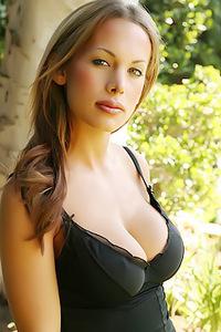 Brooke Busty Alluring Vixen
