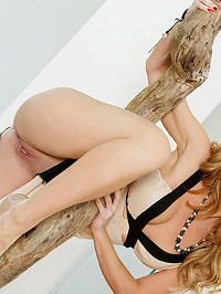 Angela Sommers Pink Pussy Lips 02