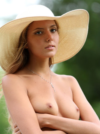 Slim Blonde Beauty Mango Gets Nude In The Garden 11