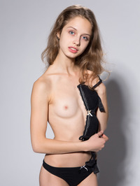 Skinny Teen Sonia Showing Tight Pussy 00
