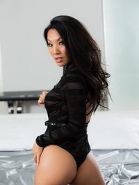 Sexy Asian Babe Asa Akira Gets Nude 01