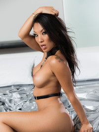 Sexy Asian Babe Asa Akira Gets Nude 07